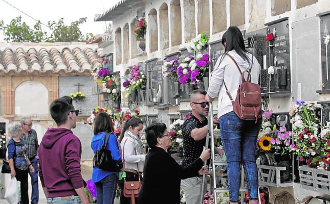 El cementerio de San Clemente amplía su vida 50 años y el de San Cristóbal está casi lleno