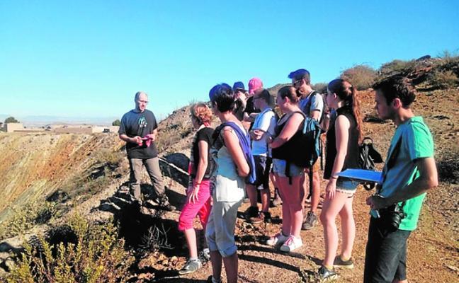 Investigadores belgas se interesan por la Sierra Minera y el Mar Menor