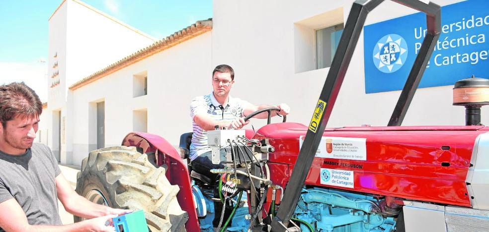 La UPCT busca comercializar su 'arco antivuelco' para atajar las muertes de tractoristas