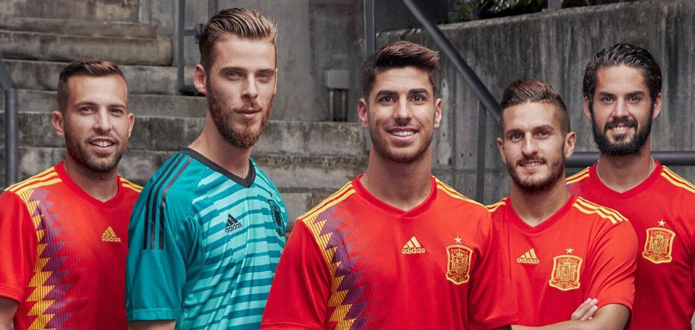Enfados y bromas con la nueva camiseta de la Selección