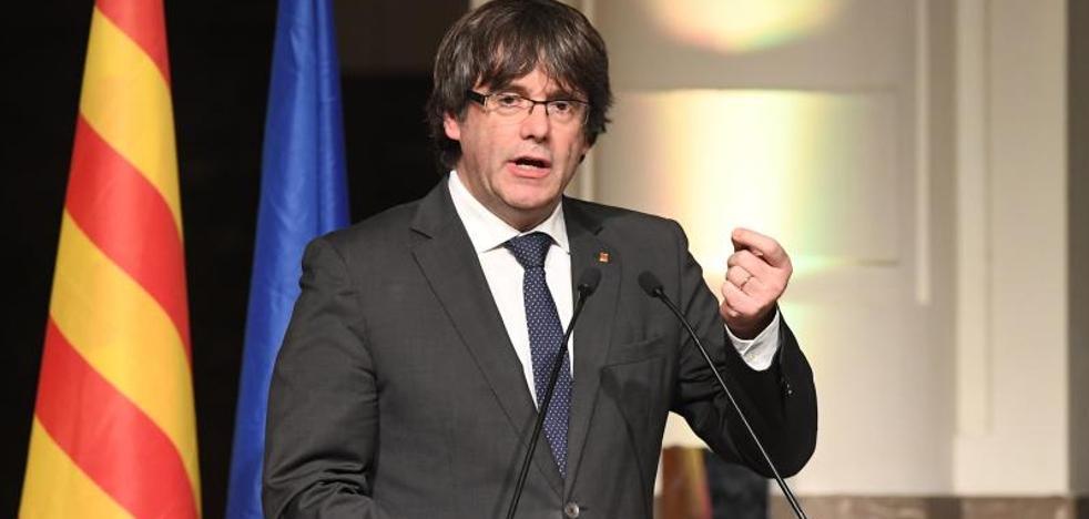Puigdemont establece una estructura estable de gobierno en el exilio