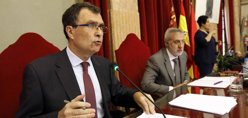 Ballesta pide a la oposición cambiar insultos por pactos