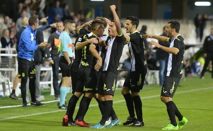 El derbi hace más líder al Cartagena tras vencer al Real Murcia (2-1)