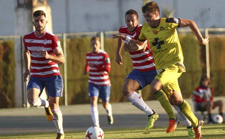 Buenas sensaciones en el estreno de Mario Simón tras empatar ante el Granada B (1-1)