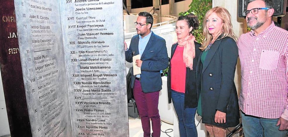 Presentan una antología del premio Oliver Belmás