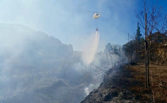 El fuego calcina 2.000 metros cuadrados de vegetación junto al Salto del Usero