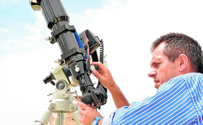 Juan Pedro Gómez imparte una charla astronómica en Cuenca
