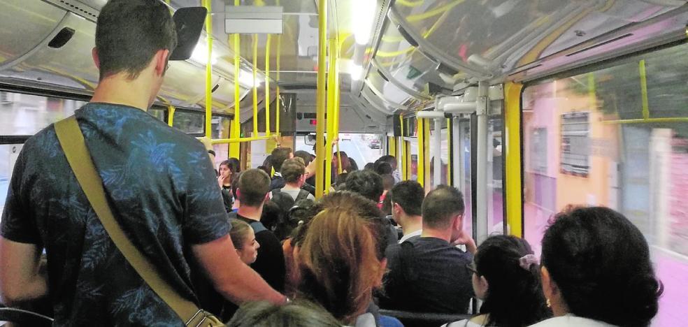 Los estudiantes reclaman dos buses para la línea 78 con las universidades