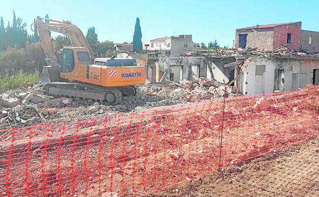 Comienza el derribo de las viviendas de la calle Santa Teresa tras 20 años de espera