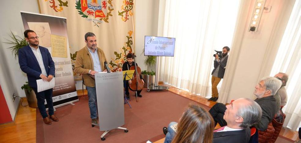 José Luis Vidal gana el premio de poesía Antonio Oliver con su obra 'Caja Oscura'