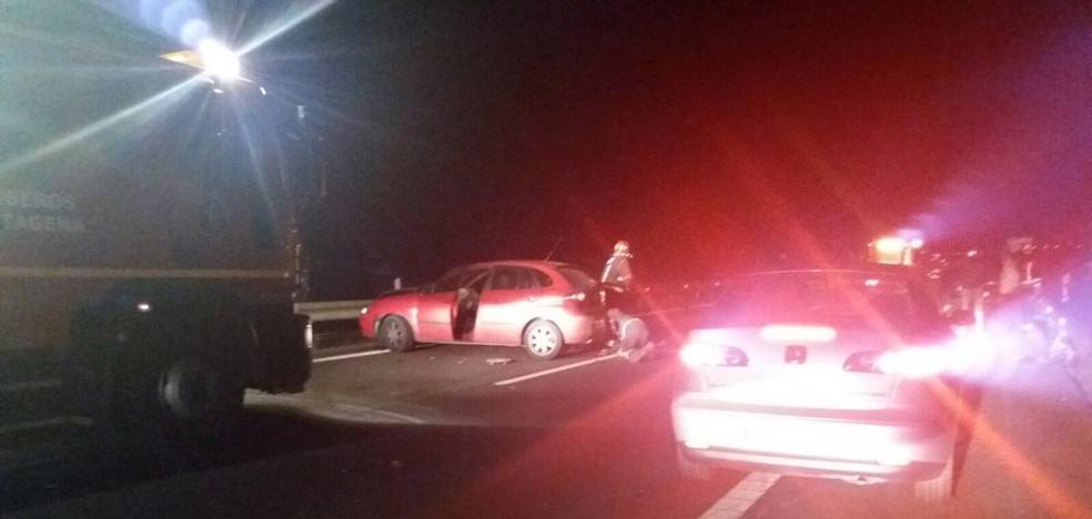 Dos heridos al colisionar dos coches en la autovía de Murcia