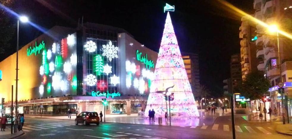 El Corte Inglés ofrece casi 9.000 puestos de trabajo para Navidad