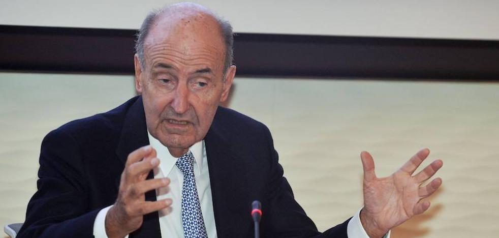 Miquel Roca desea que la situación en Cataluña se resuelva por «vía constitucional»