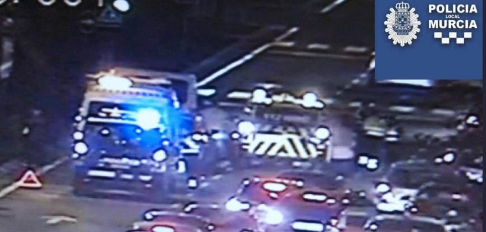 Heridos un bebé de 12 días y un hombre en un accidente múltiple de tráfico en Ronda Sur