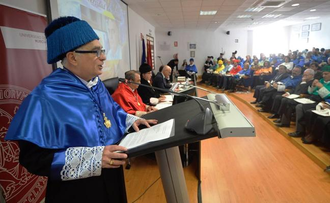 El brasileño Jairton Dupont, doctor honoris causa de la UMU