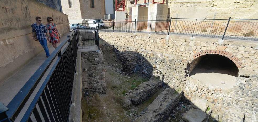 Castejón anuncia 100.000 euros para el Anfiteatro y el edil Segado, otra inversión del doble