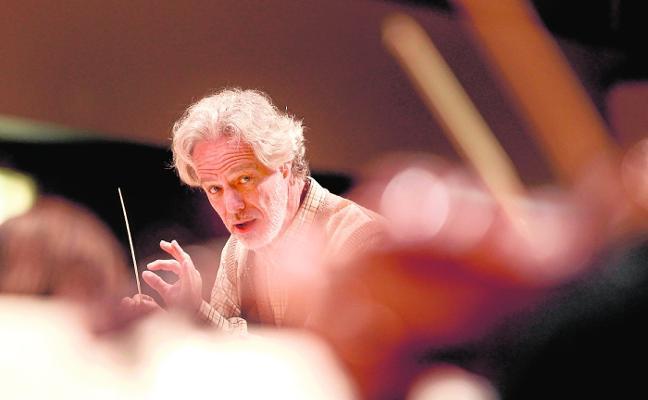 Homenaje a Narciso Yepes de la Sinfónica, dirigida por su hijo