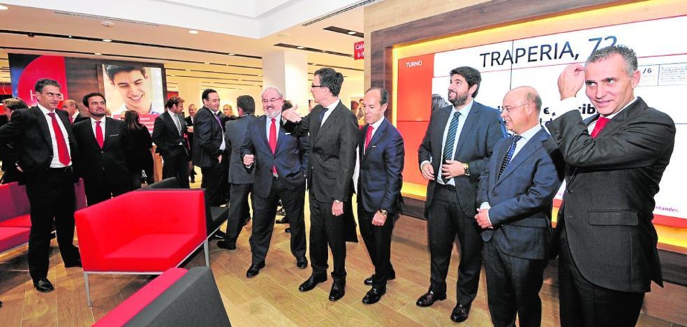 El Santander inaugura en Trapería una oficina de su nueva Smart Red