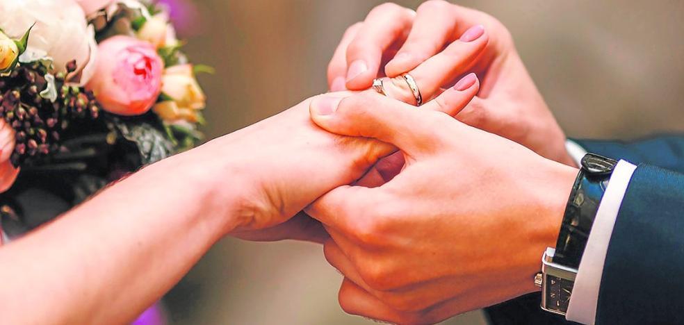 Los murcianos planifican sus bodas con tiempo y calculadora