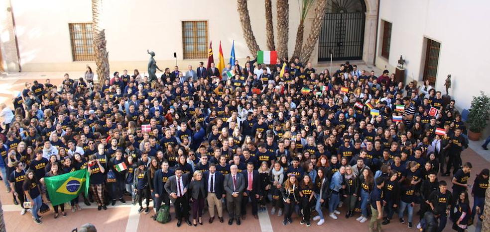 Varios centenares de alumnos extranjeros de la UCAM visitan San Esteban