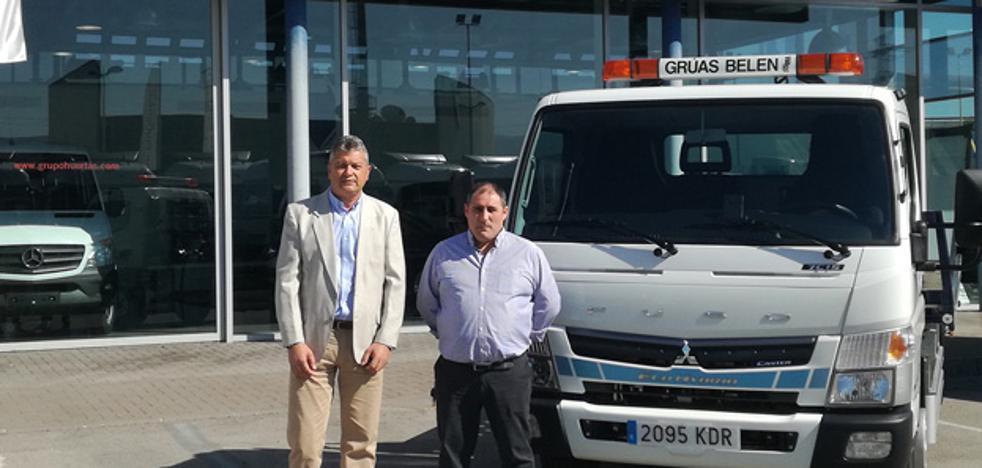 Comercial Dimovil entrega el primer Fuso Canter híbrido de la Región a Grúas Belén