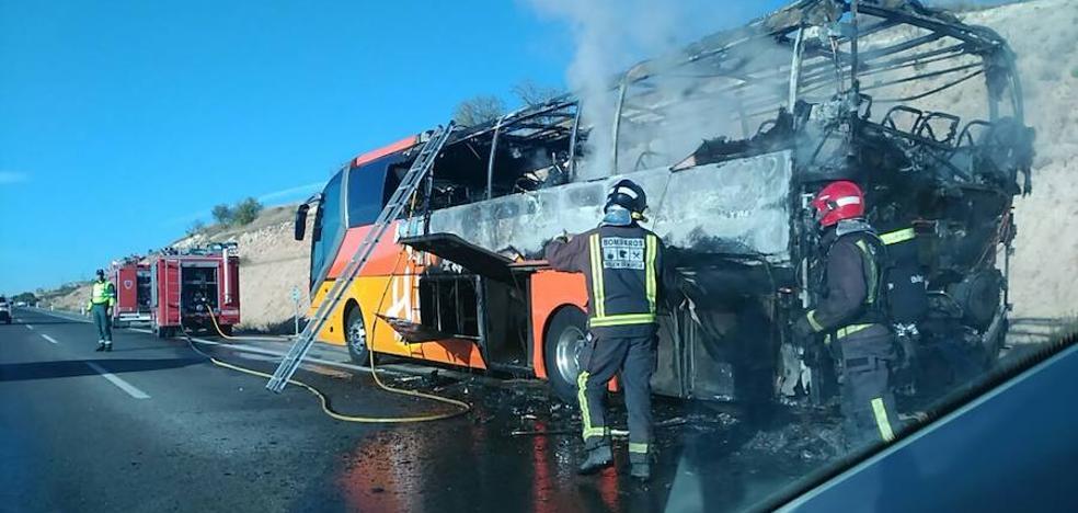 Arde un autobús escolar que se dirigía a Caravaca