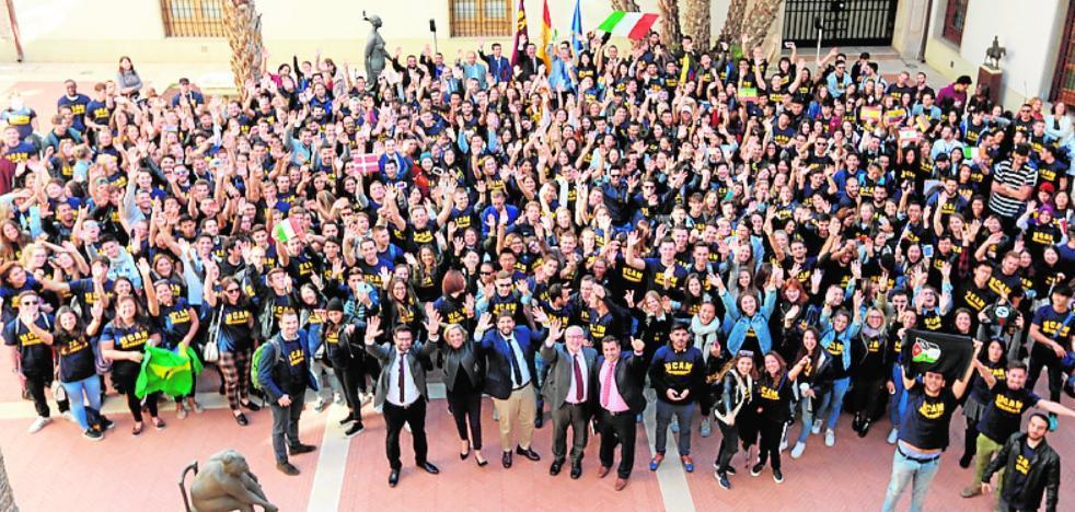 700 alumnos extranjeros de la UCAM, con Miras