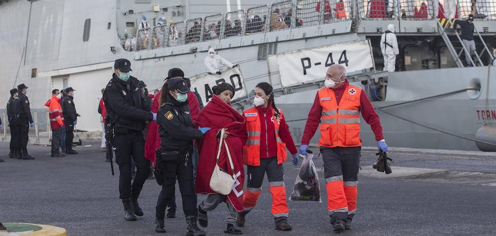 Otras cinco pateras llegan a la Región y elevan a 519 los inmigrantes rescatados