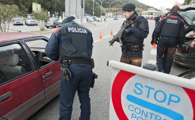 La Guardia Civil y los Mossos disparan contra un hombre que gritaba en árabe en un control