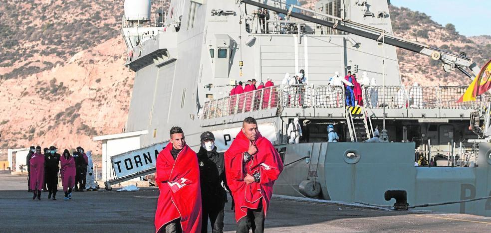 Una avalancha de pateras trae al puerto de Cartagena a más de 500 inmigrantes