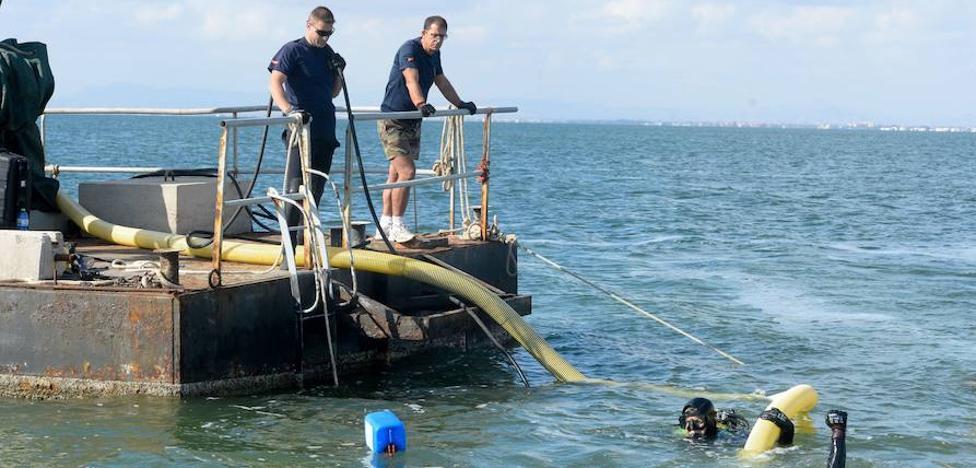 Medio Ambiente retirará más de 40 barcos hundidos en el Mar Menor
