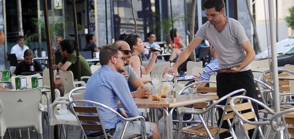 La hostelería y las agencias de viajes marcan récord en con 1.043 nuevos empleos