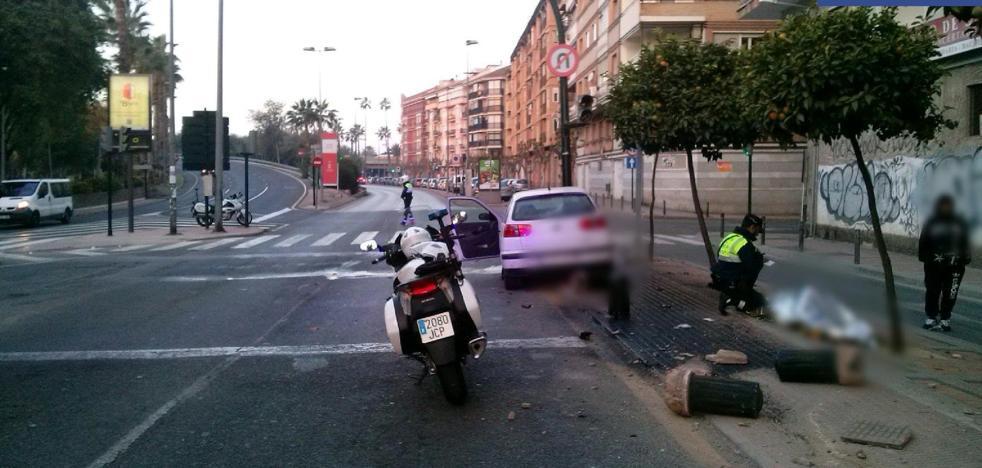Detenido tras estrellarse contra una farola en pleno centro de Murcia