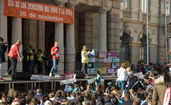 Más de 1.400 escolares participan en una marcha solidaria por el Día Internacional de la Infancia