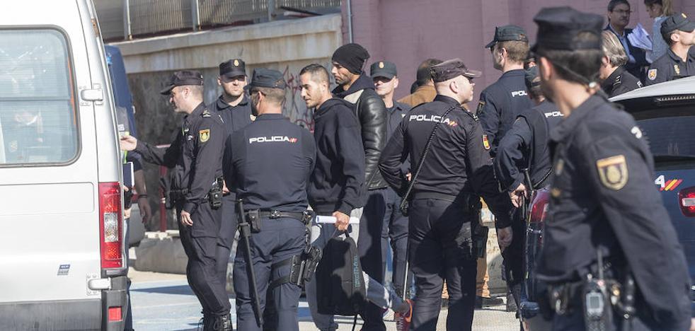 Trasladados a Málaga los últimos 'sin papeles' llegados a Cartagena durante el fin de semana