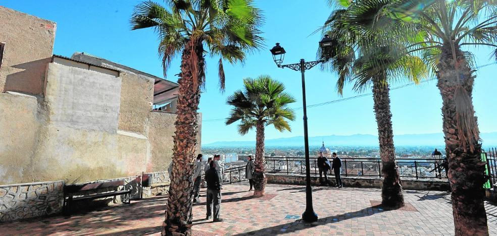 Los barrios altos estrenan mirador con vistas al recinto histórico