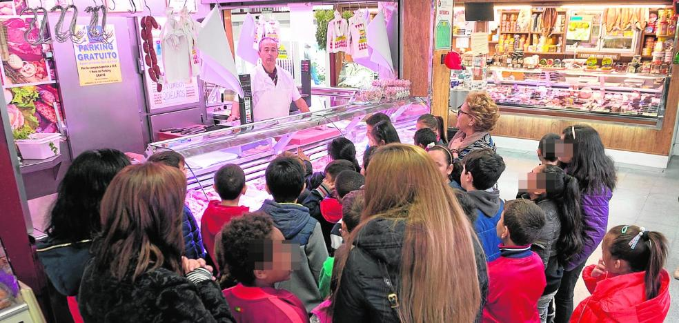 Comercio reactiva la renovación de las ocho plazas de abastos y ofrece 54 puestos libres