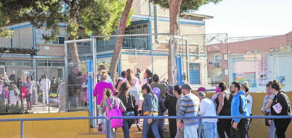 Más de 70 niños faltan aún a clase quince días después del tiroteo en Las Seiscientas