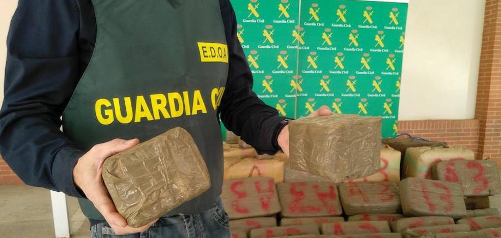 El cargamento de hachís incautado en un yate en Cartagena supera los 1.300 kilos