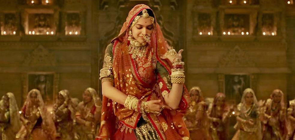 Un politico hindú ofrece 1'6 millones de dólares por la cabeza de una actriz y/o un director de cine