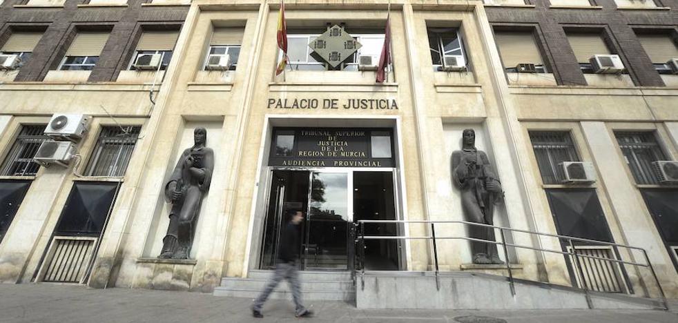 Piden 5 años de cárcel por apoderarse de 256.000 euros de los ahorros de sus tíos