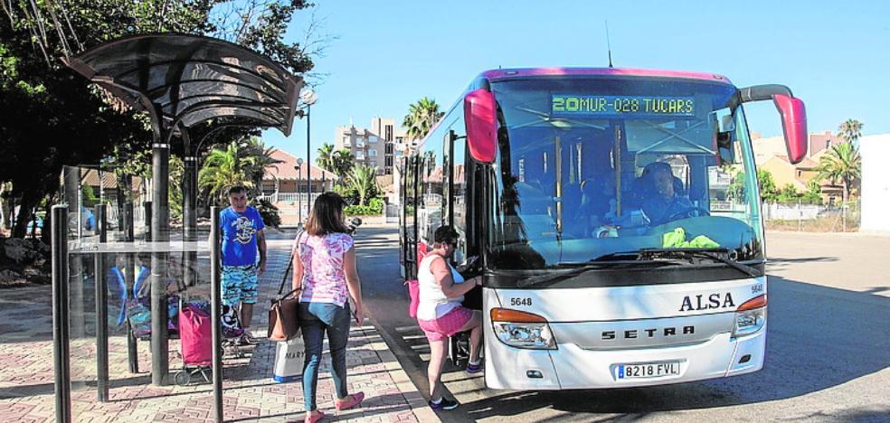 Planean bonificar y mejorar el servicio de autobús a La Manga