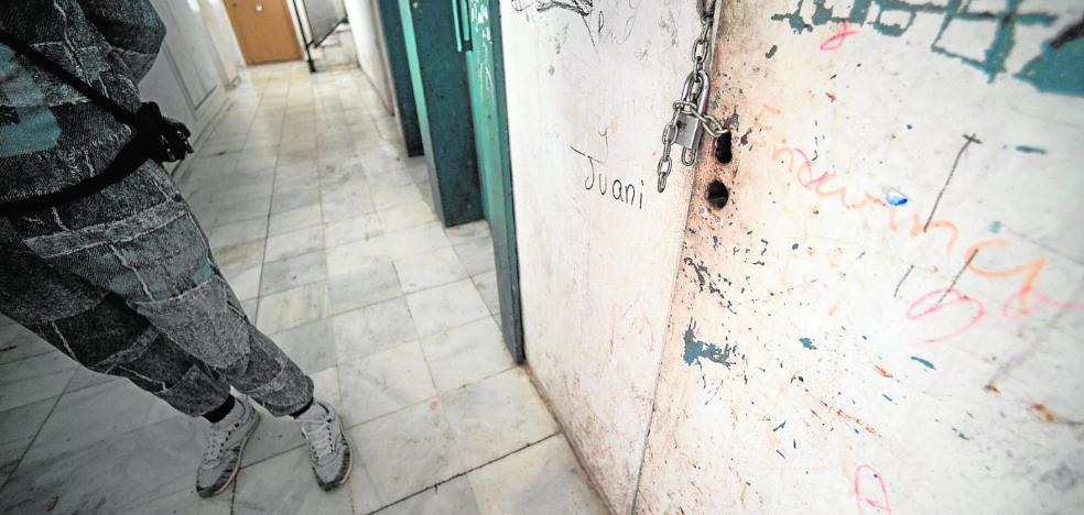 Iberdrola destapa enganches ilegales a la red eléctrica en 84 pisos sociales de Alcantarilla