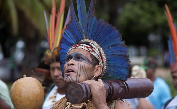 Indios brasileños en pie de guerra