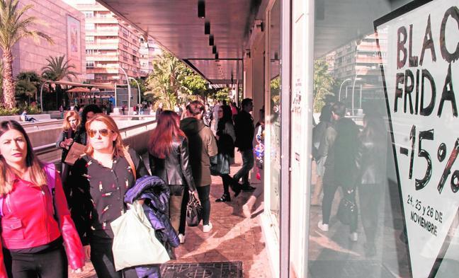Los cosméticos y la tecnología ganan terreno a la ropa en el 'Black Friday'