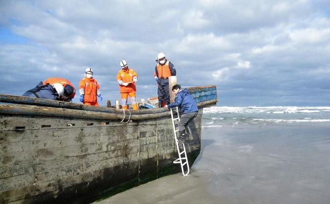Hallan 8 cadáveres en un navío a la deriva en Japón que podrían ser norcoreanos