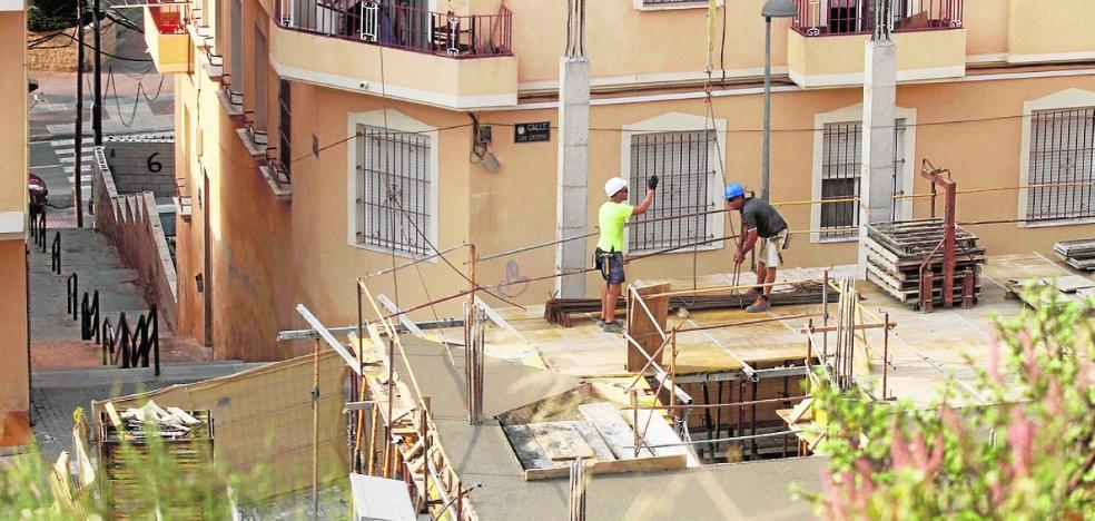 Treinta empresas y vecinos se oponen a la normativa urbanística provisional