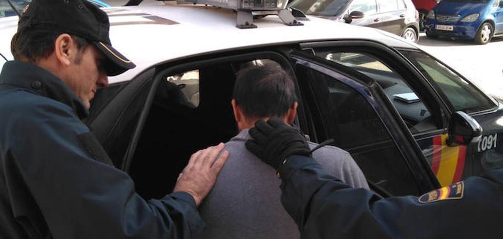 Detenido por retener y amenazar con un cuchillo a su novia y una amiga en Molina