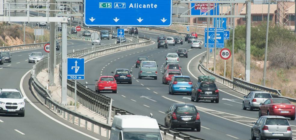 Tráfico multa en lo que va de año a casi 4.000 conductores por ir sin el cinturón