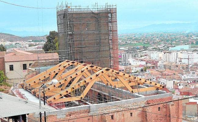 La iglesia de Santa María recupera su techumbre casi ochenta años después